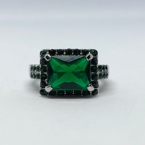 Jewelry - Princess Cut Green Crystal Silver Ring Size 6